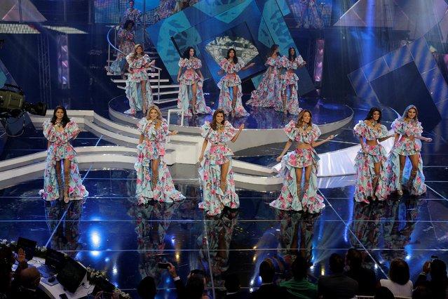 Contestants take part in the opening segment of Miss Venezuela 2016 in Caracas, Venezuela October 5, 2016. (Photo by Marco Bello/Reuters)