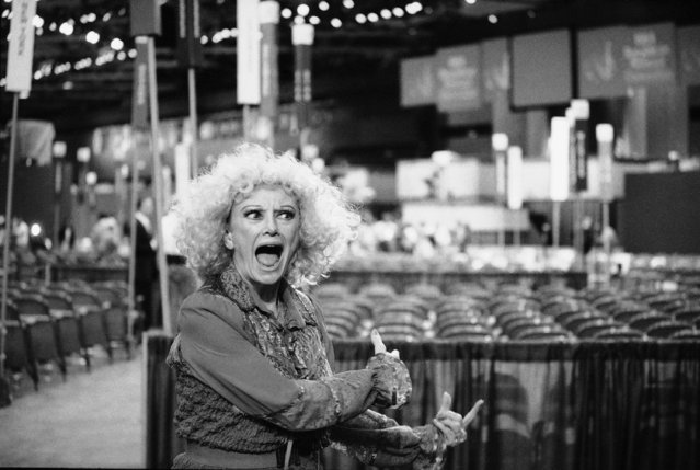 Comedian Phyllis Diller clowns for photographers on the floor of the Republican National Convention on August 19, 1984 in Dallas. (Photo by Barry Thumma/AP Photo)
