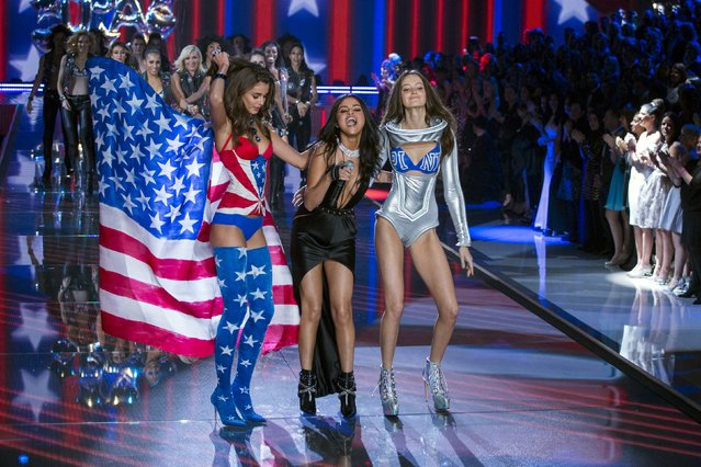 Singer Selena Gomez laughs with models as she performs during the 2015 Victoria's Secret Fashion Show in New York, November 10, 2015. (Photo by Lucas Jackson/Reuters)