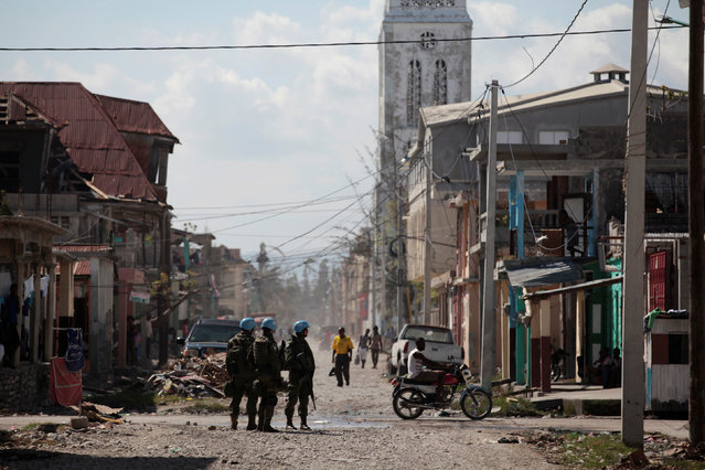 Brazilian peacekeepers secure the perimeter of the Lycee Philippe Guerrier before the visit of UN Secretary General Ban Ki Moon after Hurricane Matthew in Les Cayes, Haiti, October 15, 2016. (Photo by Andres Martinez Casares/Reuters)