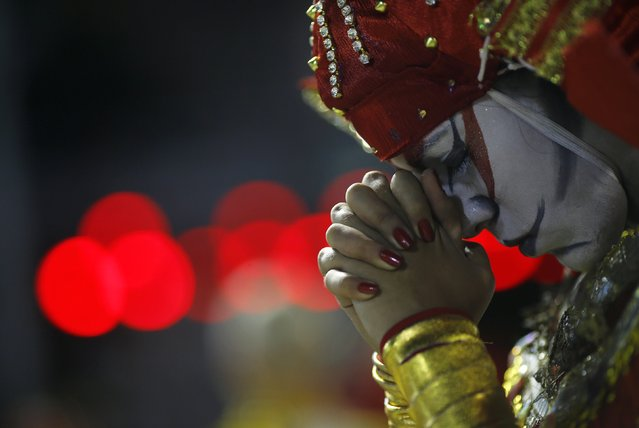 A reveller from the Unidos de Bangu samba school concentrates before taking part in the Group A category of the annual Carnival parade in Rio de Janeiro's Sambadrome, February 13, 2015. (Photo by Ricardo Moraes/Reuters)