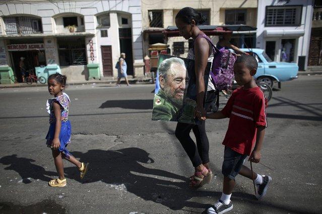 A family heads for a massive tribute to Cuba's late President Fidel Castro in Havana, Cuba, November 29, 2016. (Photo by Alexandre Meneghini/Reuters)