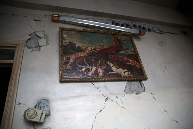 A painting is hung on a damaged wall in a site hit by what activists said were airstrikes carried out by the Russian air force in the town of Douma, eastern Ghouta in Damascus, Syria January 10, 2016. (Photo by Bassam Khabieh/Reuters)