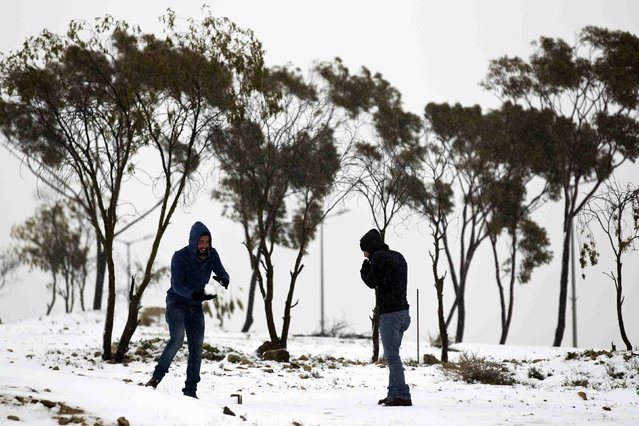 People play with snow in the southern Israeli city of Arad February 20, 2015. (Photo by Amir Cohen/Reuters)