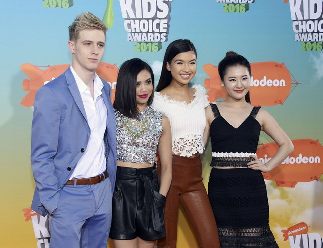 "The cast of ""Make it Pop"" arrives at Nickelodeon's Kids' Choice Awards in Inglewood, California March 12, 2016. (Photo by Phil McCarten/Reuters)"