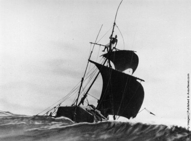 Thor Heyerdahl and his balsa raft Kon-Tiki, 1947