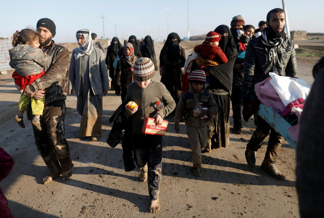 Displaced Iraqis flee their homes, as Iraqi forces battle with Islamic State militants, in western Mosul, Iraq March 5, 2017. (Photo by Zohra Bensemra/Reuters)