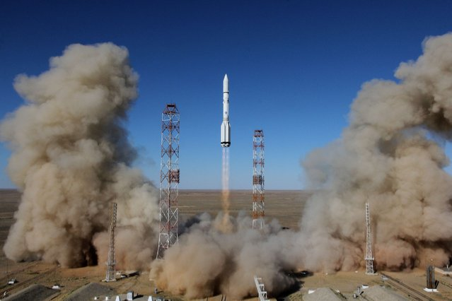 A Russian Proton-M rocket carrying the British communications satellite Inmarsat-5 F3 blasts off from a launch pad at the Russian leased Baikonur cosmodrome on August 28, 2015. Russia on August 28 successfully launched a Proton rocket with a British satellite in the first such launch since an engine failure in May resulted in a Mexican satellite being destroyed. (Photo by AFP Photo)