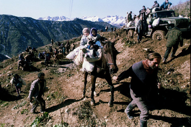 Georgian refugees from its rebel province of Abkhazia walks through mountains near the small willage of Tcuberi on October 5th, 1993. (Photo by Reuters/Stringer)