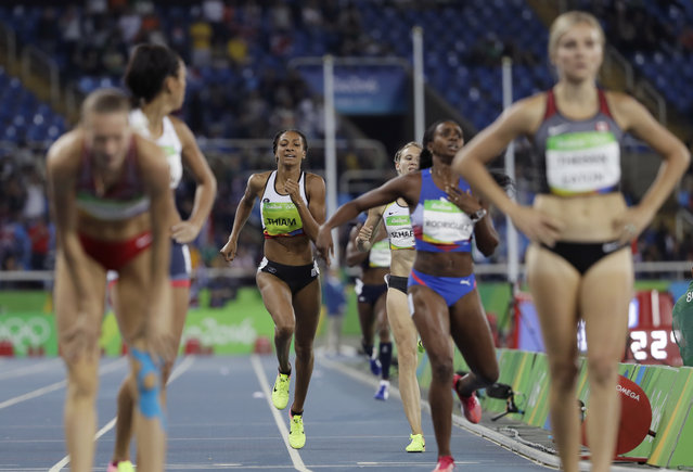Belgium's Nafissatou Thiam, center, competes in the women's heptathlon 800-meter heat during the athletics competitions of the 2016 Summer Olympics at the Olympic stadium in Rio de Janeiro, Brazil, Saturday, August 13, 2016. (Photo by David J. Phillip/AP Photo)