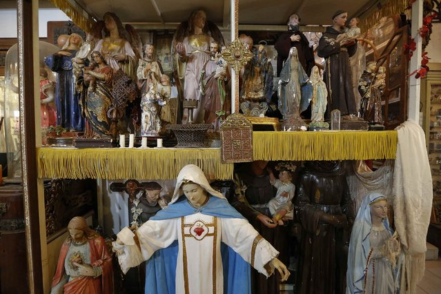 Collection of religious figures is displayed in the Museum of Domenico Agostinelli in Dragona, near Rome October 30, 2014. (Photo by Tony Gentile/Reuters)