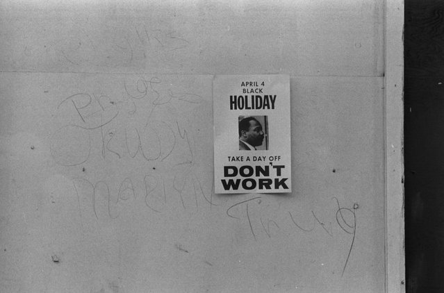 "A ""Don't work"" sign promoting a holiday to honor the anniversary of the assassination of Martin Luther King, Jr., on a shop on H Street, N.W., Washington, D.C., April 3, 1969. (Photo by Reuters/Library of Congress)"