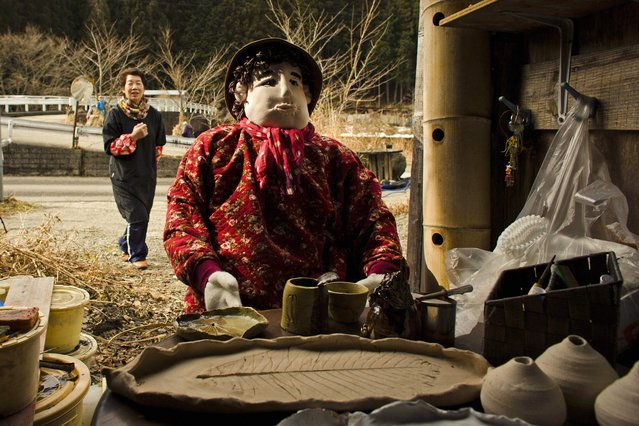 Tsukimi Ayano walks towards a scarecrow, which she made as a likeness of herself, in the mountain village of Nagoro on Shikoku Island in southern Japan February 24, 2015. (Photo by Thomas Peter/Reuters)