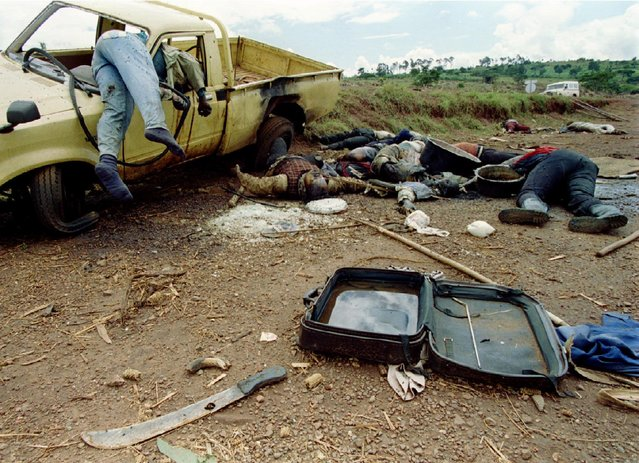 Dead Rwandans lie along the side of the road, some 70 kilometers north of the Rwanda-Tanzania border, May 8, 1994. (Photo by Corinne Dufka/Reuters)