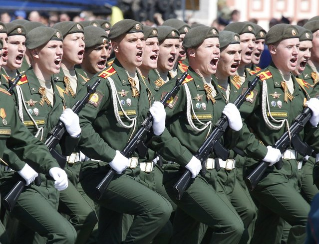 Russian servicemen march during the Victory Day parade at Red Square in Moscow, Russia, May 9, 2015. (Photo by Grigory Dukor/Reuters)