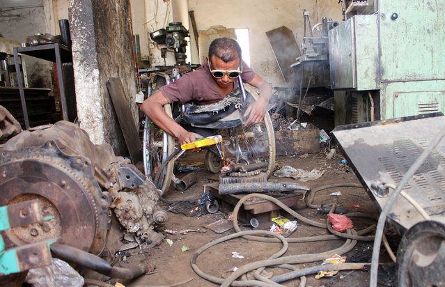 Yaarub Eissa works at a blacksmith workshop in Abs in the northern province of Hajjah, Yemen on January 19, 2019. (Photo by Eissa Alragehi/Reuters)