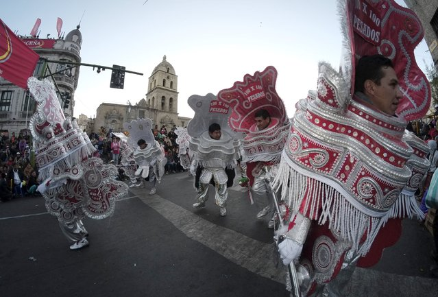 """Morenada dancers perform during the """"Senor del Gran Poder"""" (Lord of Great Power) parade in La Paz, May 30, 2015. According to local media, thousands of dancers participated in this annual pagan religious celebration. REUTERS/David Mercado"""