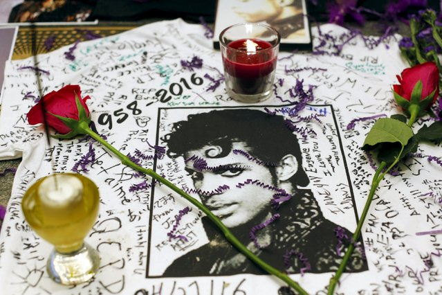 A makeshift memorial is seen as fans gather at Harlem's Apollo Theater to celebrate the life of deceased musician Prince in the Manhattan borough of New York, U.S., April 21, 2016. (Photo by Andrew Kelly/Reuters)