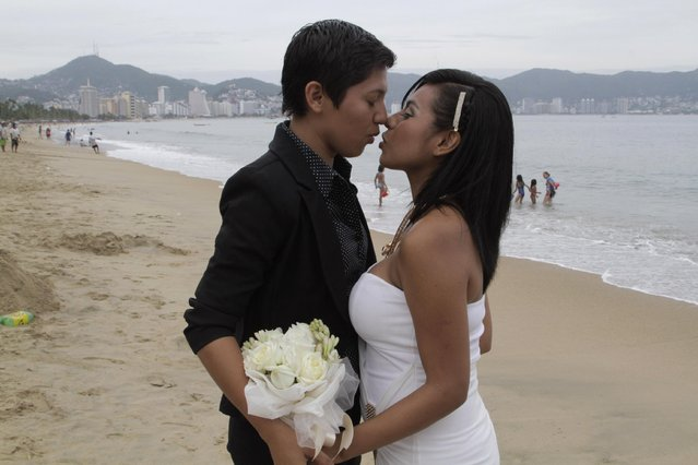 An unidentified same-s*x couple kisses during a group wedding for lesbian, gay, bisexual and transgender couples in Acapulco, Mexico, Friday, July 10, 2015. Guerrero state Governor Rogelio Ortega handed wedding certificates to at least 20 LGBT couples on Friday. Mexican law on civil rights is sanctioned and regulated by each state, but the nation's Congress is debating the legality gay marriage nationwide, as some states already legally recognize same-s*x marriage. (Photo by Bernandino Hernandez/AP Photo)