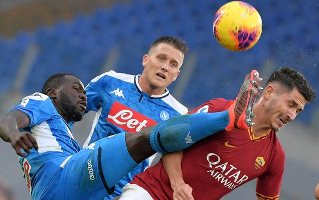 AS Roma's Turkish defender Mert Cetin (R) fights for the ball with Napoli's Senegalese defender Kalidou Koulibaly (L) during the Italian Serie A football match between AS Roma and Napoli at the Olympic stadium in Rome, on November 2, 2019. (Photo by Tiziana Fabi/AFP Photo)