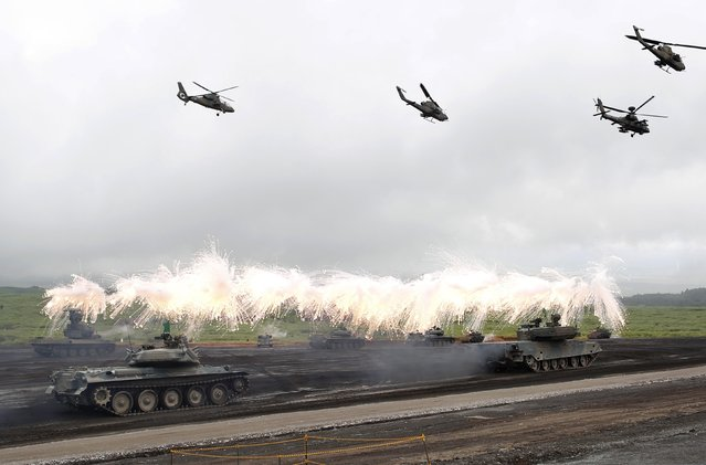 Japanese Ground Self-Defense Force armoured tanks fire during an annual training session near Mount Fuji at Higashifuji training field in Gotemba, west of Tokyo, August 19, 2014. (Photo by Yuya Shino/Reuters)