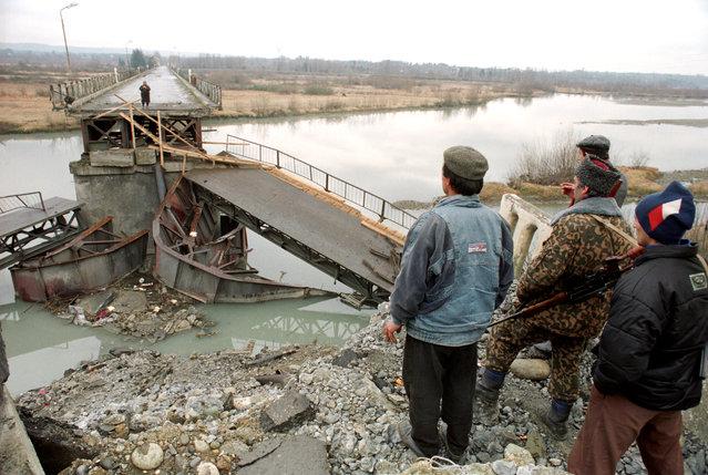 Abkhazia, 1994. The Inguri River serves as a newly agreed-upon  border between Georgia and Abkhazia. (Photo by Sergei Mamontov and Alexander Nemenov/ITAR-TASS)