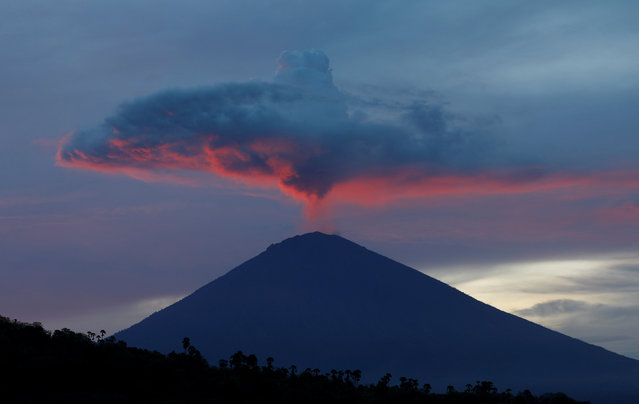 A plume of smoke above Mount Agung volcano is illuminated at sunset as seen from Amed, Karangasem Regency, Bali, Indonesia, November 30, 2017. (Photo by Darren Whiteside/Reuters)