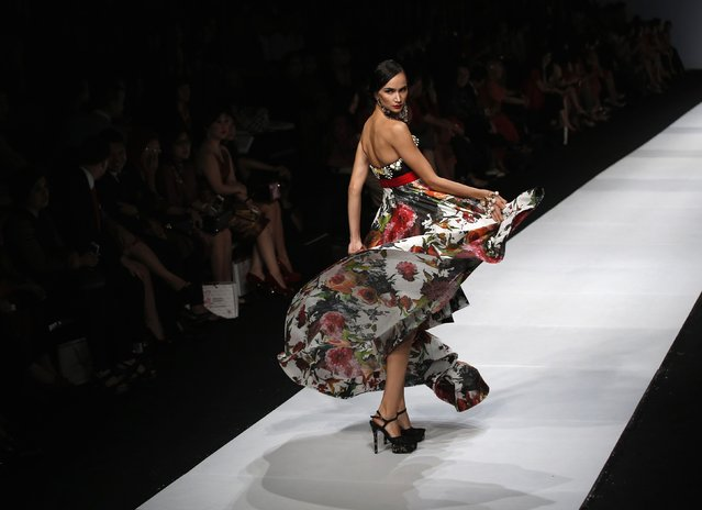 A model presents a creation by Indonesian designer Denny Wirawan during the Jakarta Fashion Week 2015 in Jakarta November 4, 2014. (Photo by Darren Whiteside/Reuters)