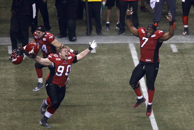 Calgary Stampeders' Junior Turner (7) and Quinn Smith (90) celebrate after the Stampeders defeated the Hamilton Tiger Cats in the CFL's 102nd Grey Cup football championship in Vancouver, British Columbia, November 30, 2014. (Photo by Ben Nelms/Reuters)