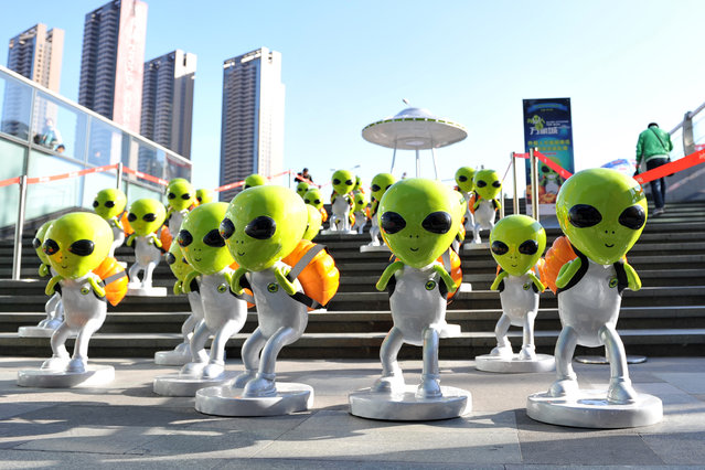 "Small ""aliens"" sculptures ""fall"" in front of a shopping mall to welcome the upcoming Halloween Day on October 27, 2015 in Shenyang, Liaoning Province of China. The Halloween day will fall on Friday this year. (Photo by ChinaFotoPress/ChinaFotoPress via Getty Images)"