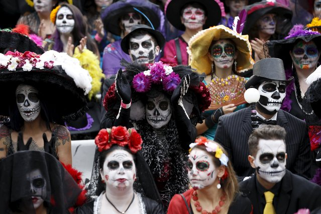 "People with their faces painted to look like the popular Mexican figure called ""Catrina"" take part in the annual Catrina Fest in Mexico City November 1, 2015. (Photo by Carlos Jasso/Reuters)"