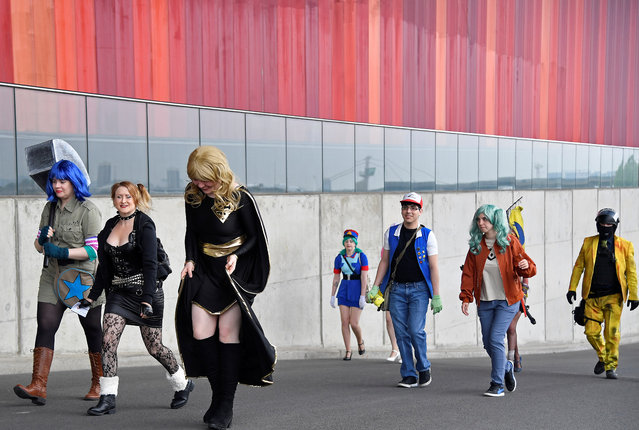 Attendees arrive at the MCM London Comic Con, a convention to celebrate the culture of comic books and related art forms, in London, Britain, May 25, 2018. (Photo by Toby Melville/Reuters)