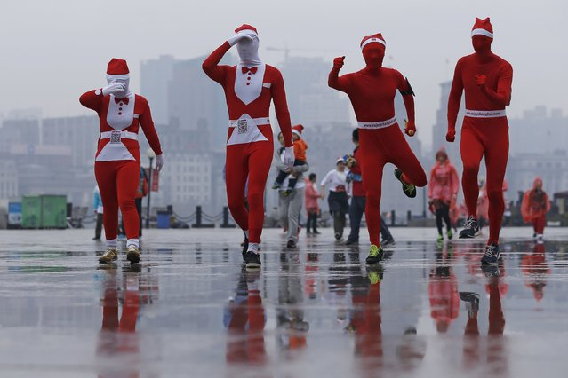 Runners dressed in Christmas-themed outfits compete during a charity Santa run in Shanghai, China, November 29, 2015. (Photo by Aly Song/Reuters)