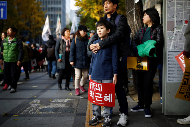 """People take part in a rally calling for President Park Geun-hye to step down in central Seoul, South Korea, November 12, 2016. The placard reads, """"Step down Park Geun-hye"""". (Photo by Kim Hong-Ji/Reuters)"""