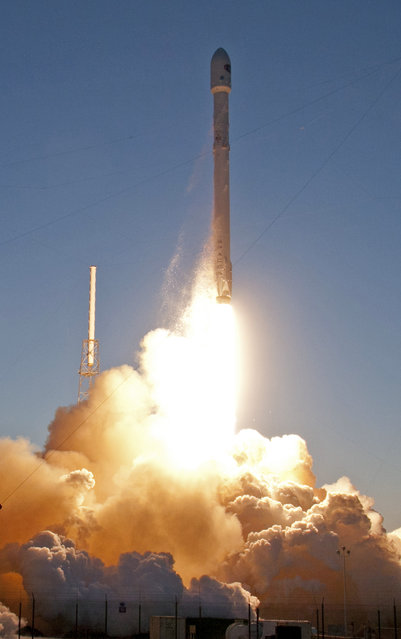 An unmanned Falcon 9 SpaceX rocket lifts off from launch complex 40 at the Cape Canaveral Air Force Station, Wednesday, February 11, 2015, in Cape Canaveral, Fla. (Photo by John Raoux/AP Photo)
