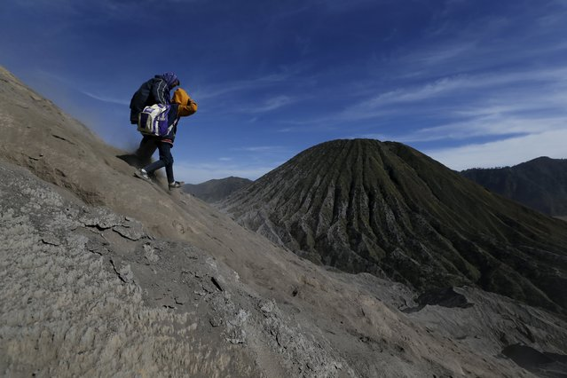 People walk down the slope of Mount Bromo after attending the Kasada Festival in Probolinggo, Indonesia's East Java province, August 1, 2015. (Photo by Reuters/Beawiharta)