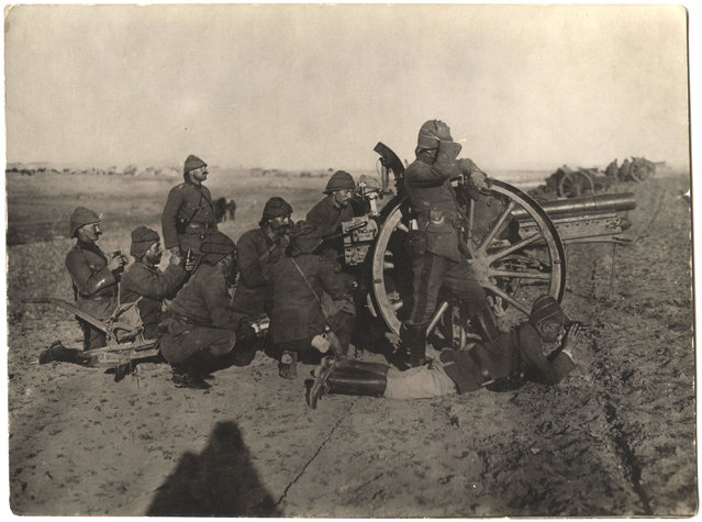 Turkish soldiers firing a large artillery gun. (Photo by Dr. P.A. Smithe/National World War I Museum, Kansas City, Mo.)