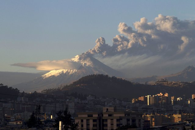 The Cotopaxi volcano, one of the world's most active volcanoes, spews ash and smoke as seen from Quito, Ecuador, August 22, 2015. The Geophysical Institute reported that the volcano, which has had sporadic activity since last week, entered an active state of eruption on Friday after a 530 am (10:30 GMT) tremor. (Photo by Guillermo Granja/Reuters)