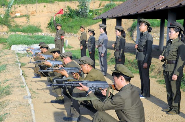 North Koreans who signed up to join the army train in the midst of political tension with South Korea, in this undated photo released by North Korea's Korean Central News Agency (KCNA) in Pyongyang August 23, 2015. (Photo by Reuters/KCNA)