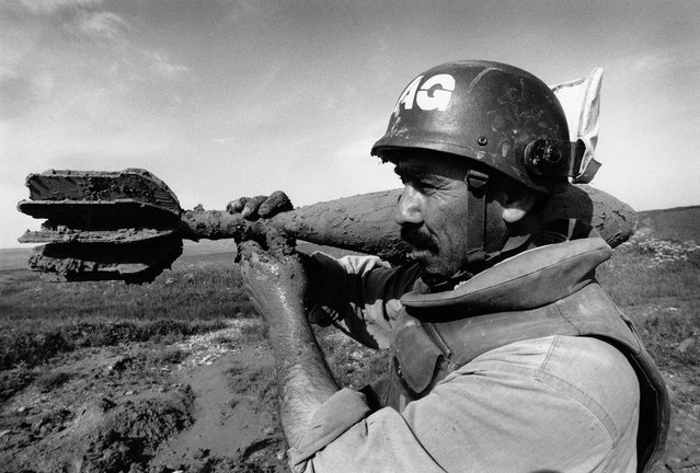A deminer carefully carries a 120mm mortar to a demolition site in Iraq in 1998. The global death toll from landmines hit a 10-year high in 2015, with the Landmine Monitor recording 6,461 casualties. The increase was driven by armed conflicts in Libya, Syria, Ukraine and Yemen, together with the improved availability of data. (Photo by Sean Sutton for the Mines Advisory Group/The Guardian)