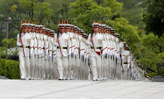Members of Japan's Self-Defence Force's honour guard march before a ceremony for Prime Minister Shinzo Abe at the Defense Ministry in Tokyo, Japan, September 11, 2017. (Photo by Toru Hanai/Reuters)