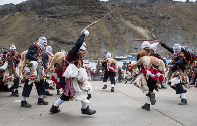 Pilgrims participate in the Qoyllur Rit'i religious festival, more than 1000 kms southeast from Lima, Peru on July 28, 2016. Quyllur Rit'i or Star Snow Festival is a spiritual and religious festival held annually at the Sinakara Valley in the Cusco Region of Peru. Groups of Quero indigenous people climb Ausangate Mountain, at 6362m, in search of the Snow Star which is reputedly buried within the mountain. The foreigners are not allowed to participate in this climb, according to the Indians, this may offend Apu Ausangate. (Photo by Christopher Roche/Barcroft Images)