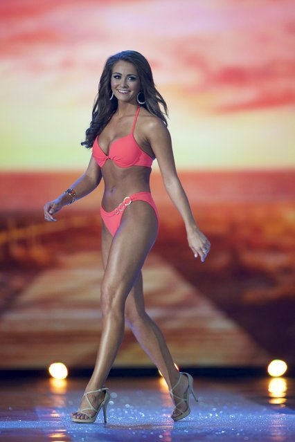 Miss Tennessee, Hannah Robison competes in the swimsuit competition during the first night of preliminaries of Miss America at Boardwalk Hall in Atlantic City, New Jersey, September 8, 2015. (Photo by Mark Makela/Reuters)