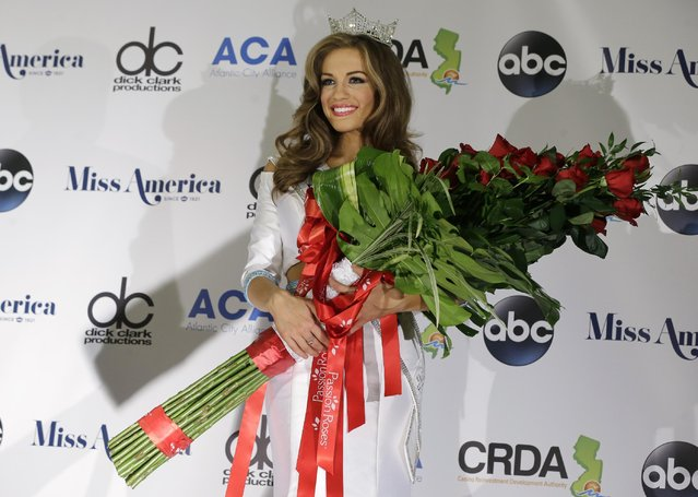 Newly crowned Miss America Betty Cantrell holds roses at the 2016 Miss America pageant, Sunday, September 13, 2015, in Atlantic City, N.J. (Photo by Mel Evans/AP Photo)