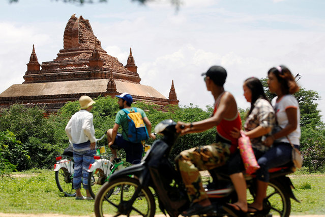 Tourists look at a damaged pagoda after an earthquake in Bagan, Myanmar August 25, 2016. (Photo by Soe Zeya Tun/Reuters)