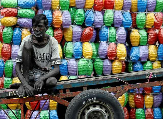 A man rests on his cart after unloading plastic jugs near a shop at a main market in Colombo, Sri Lanka September 23, 2016. (Photo by Dinuka Liyanawatte/Reuters)