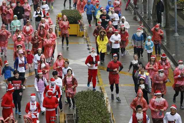 Runners dressed in Santa outfits compete during a charity Santa run in Shanghai, China, November 29, 2015. (Photo by Aly Song/Reuters)