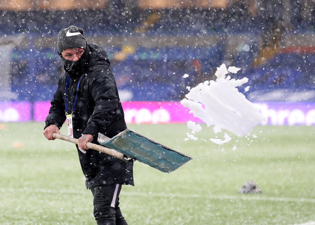General view as ground staff clear the snow inside the stadium ahead of The Emirates FA Cup Fourth Round match between Chelsea and Luton Town at Stamford Bridge on January 24, 2021 in London, England. Sporting stadiums around the UK remain under strict restrictions due to the Coronavirus Pandemic as Government social distancing laws prohibit fans inside venues resulting in games being played behind closed doors. (Photo by Catherine Ivill/Getty Images)