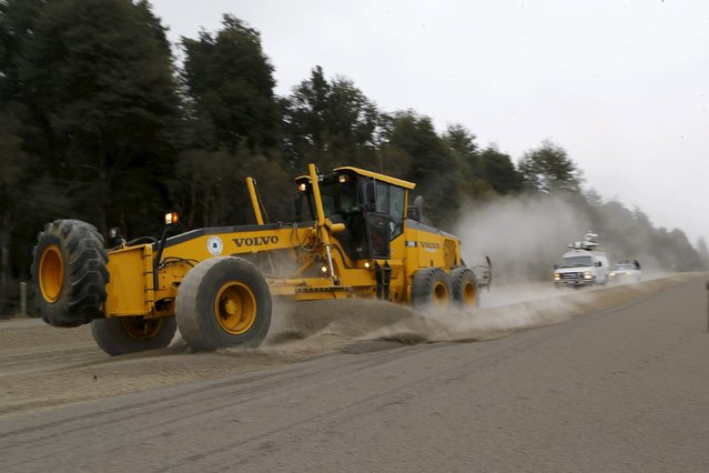 A bulldozer removes ash from a street at Ensenada town which is covered with ashes from Calbuco volcano near Puerto Varas city, April 23, 2015. (Photo by Ivan Alvarado/Reuters)