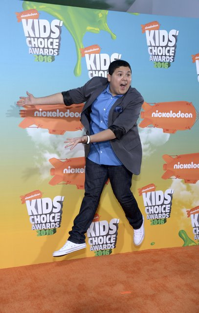 Actor Rico Rodriguez leaps in the air as he arrives at Nickelodeon's Kids' Choice Awards in Inglewood, California March 12, 2016. (Photo by Phil McCarten/Reuters)